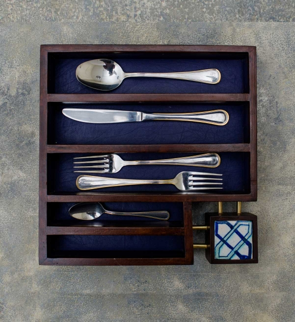 Haala Cutlery box