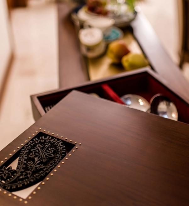Keri Cutlery box